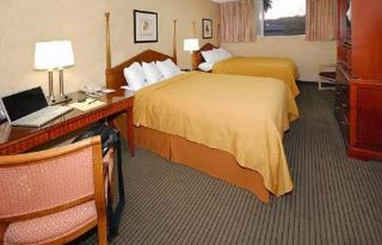 Quality Inn & Suites Downtown - Room - 5