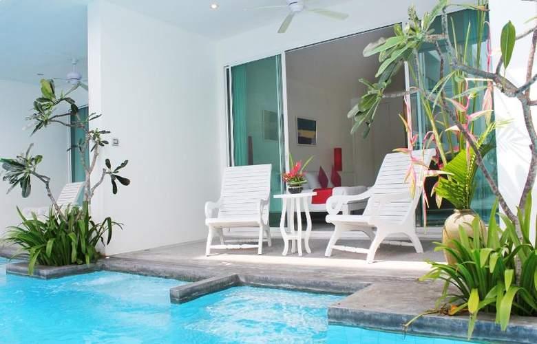 Old Phuket - Karon Beach Resort - Pool - 31