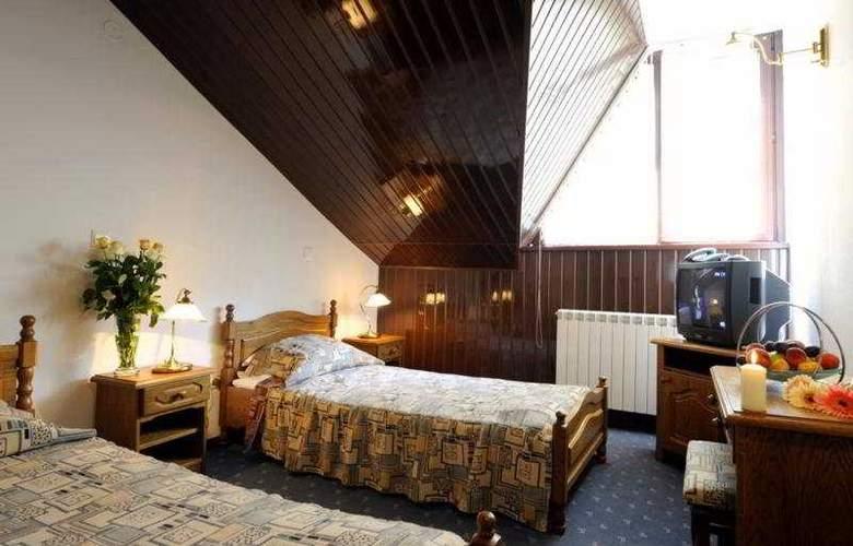 Phoenix Spa Hotel - Room - 3