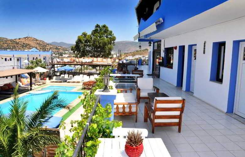 Can Hotel - Pool - 8