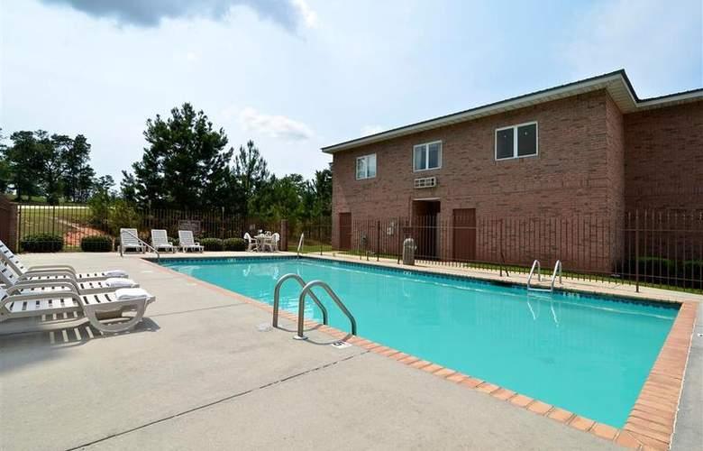 Best Western Woodstone - Pool - 64