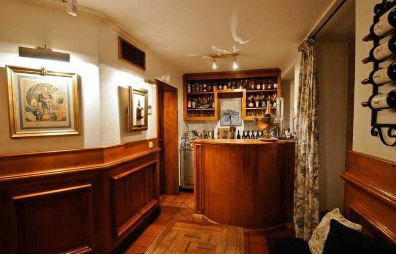 Lawrence's - Bar - 18