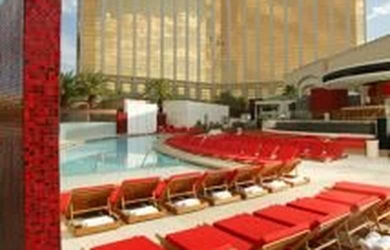 Mandalay Bay Resort Casino - Pool - 6