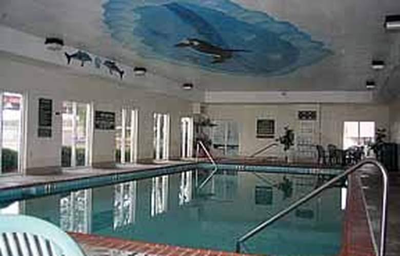 Comfort Suites Goodlettsville - Pool - 4