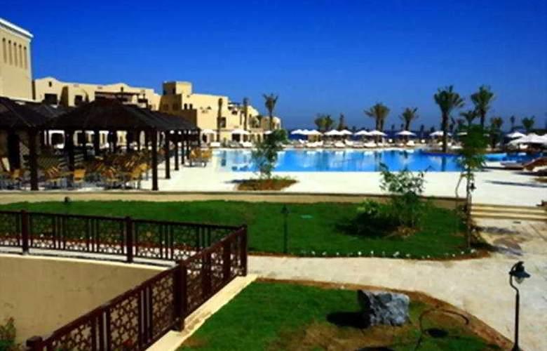 Miramar Al Aqah Beach Resort Fujairah - Pool - 3