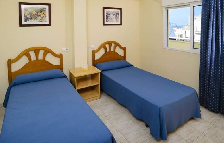 Apartamentos Avenida - Room - 8