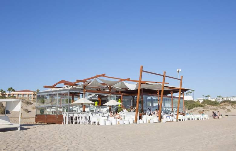 Hipotels Barrosa Park - Beach - 5