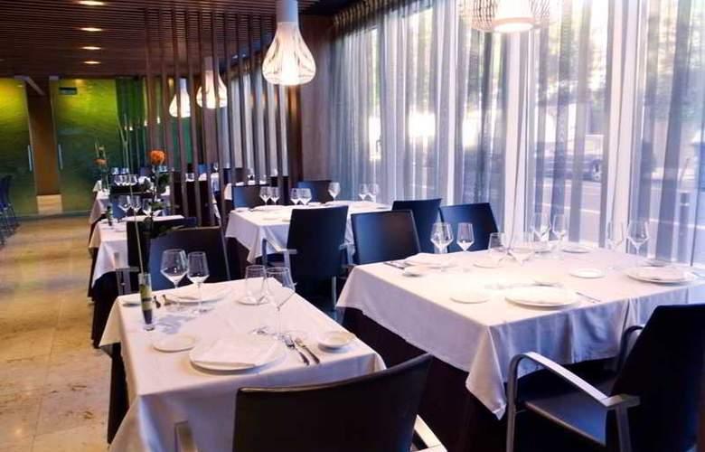 Zenit Jardines de Uleta - Restaurant - 12
