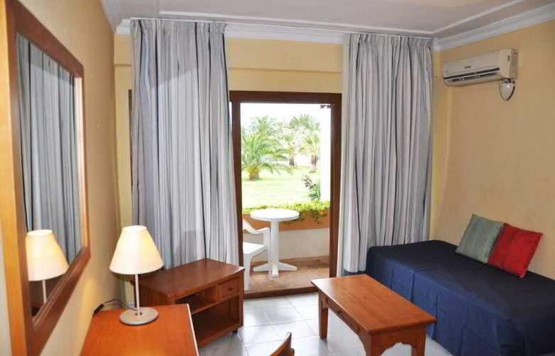 Club Punta Prima - Room - 0
