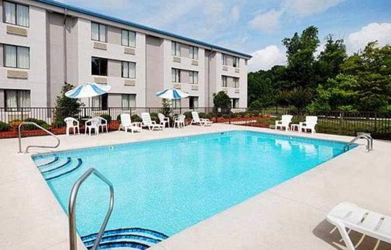 Sleep Inn Wilmington - Pool - 5