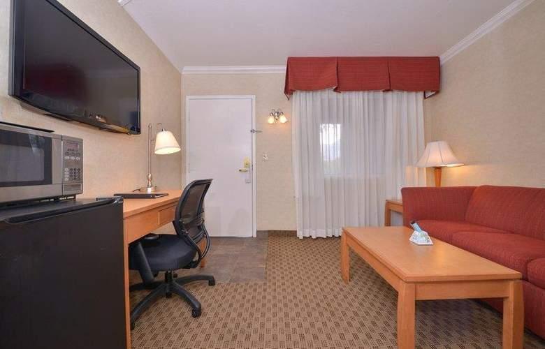 Best Western Plus Innsuites Phoenix Hotel & Suites - Room - 38