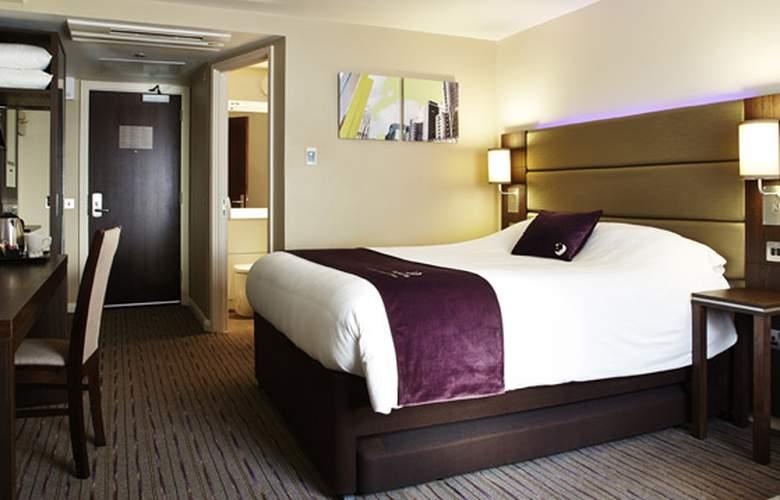 Premier Inn Chichester - Room - 3