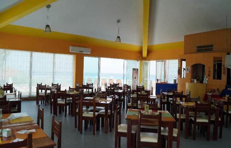Solymar Beach Resort - Restaurant - 28