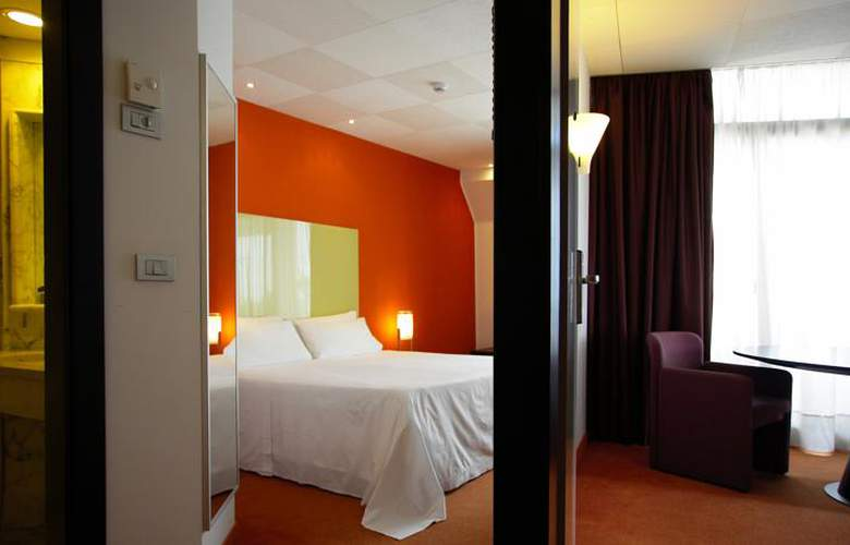 Four Points by Sheraton Catania Hotel & Conference - Room - 2