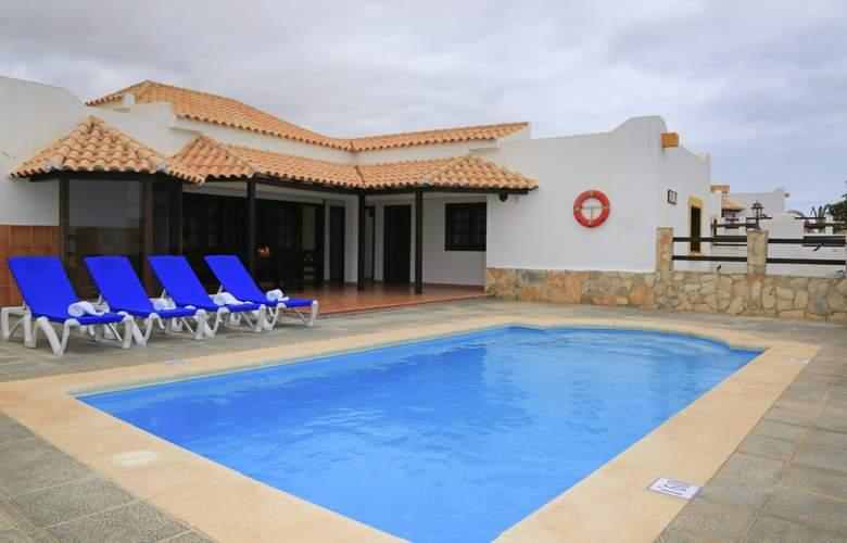 VIP Villas - Pool - 11