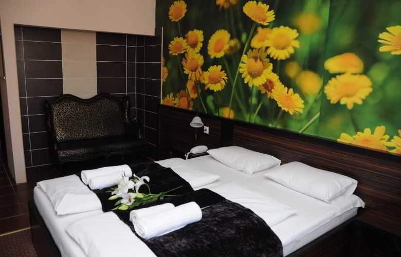 Green Hotel Budapest - Room - 10