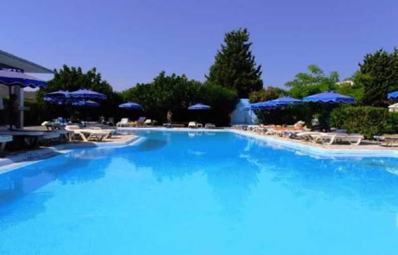 Loutanis - Pool - 15