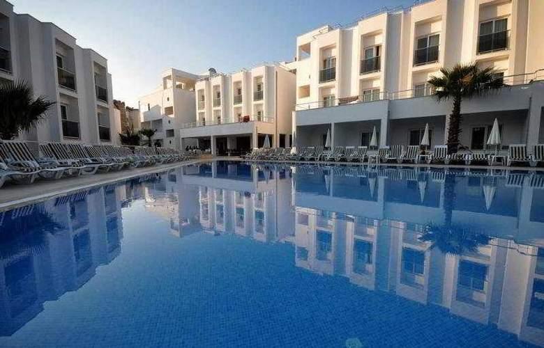 Shark Club Hotel - Pool - 9