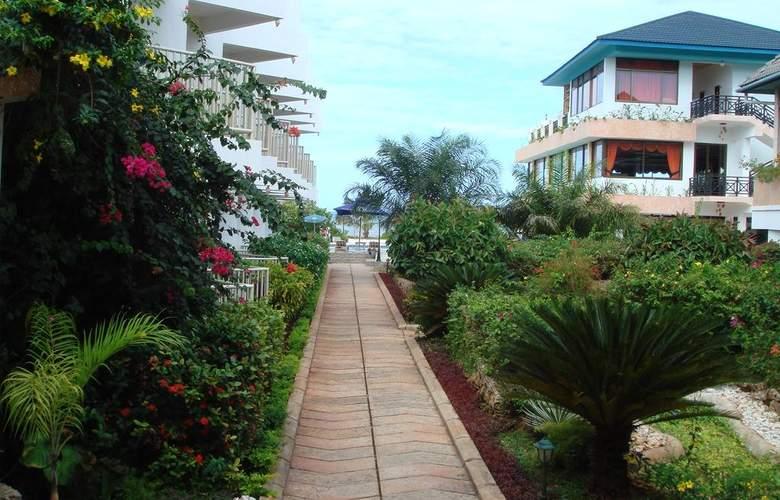 The Beachcomber Hotel & Resort - Environment - 6