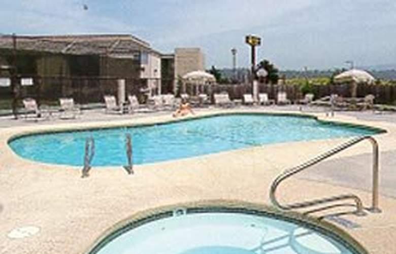 Quality Inn Arcata - Pool - 4