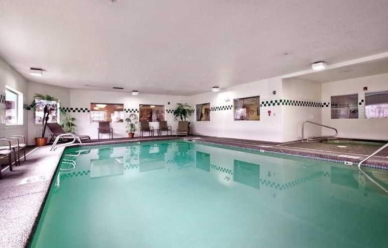 Comfort Inn & Suites Portland Intl Airport - Pool - 1