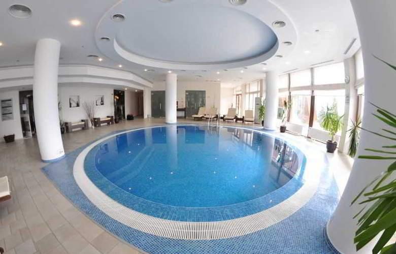 Orlovetz - Pool - 4