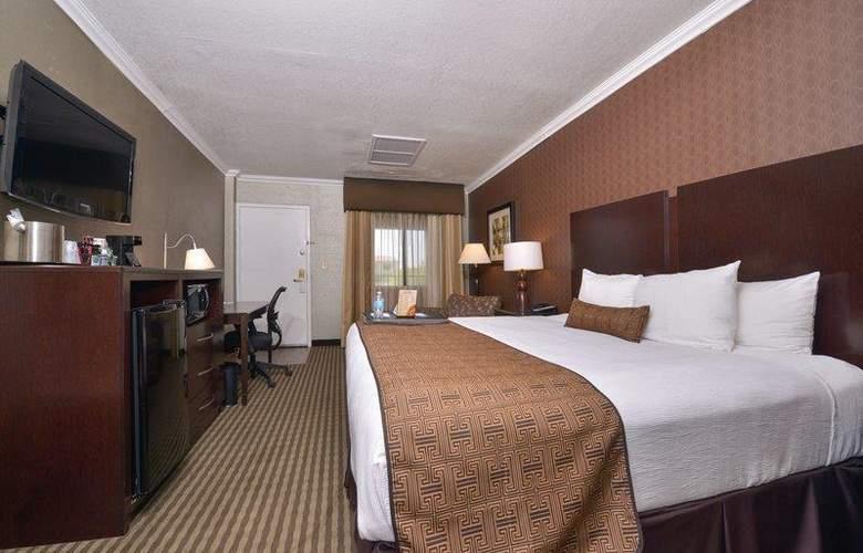 Best Western Plus Innsuites Phoenix Hotel & Suites - Room - 44