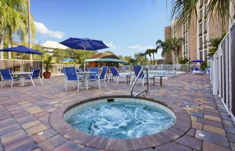 Comfort Inn Maingate - Pool - 6