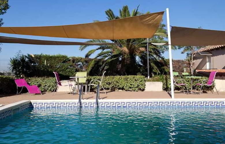 Comfort Hotel Marseille Airport - Pool - 2