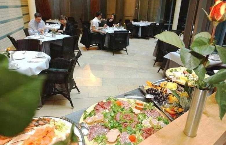 Alexander Plaza - Restaurant - 9