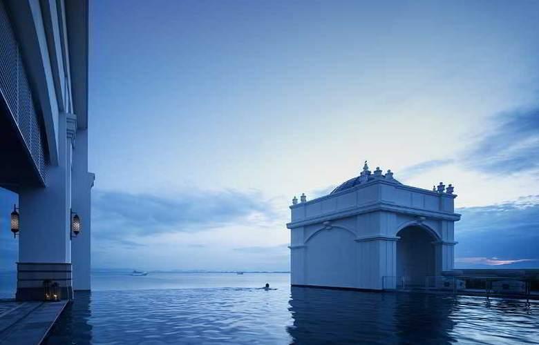 Eastern and Oriental Hotel Penang - Pool - 38