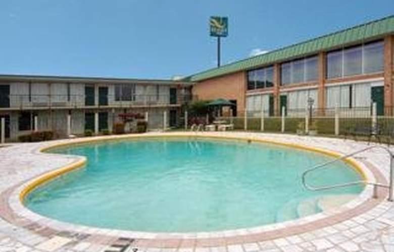 Quality Inn (Carterville) - Pool - 4