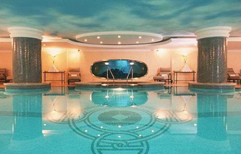 The Ritz Carlton Istanbul - Pool - 6