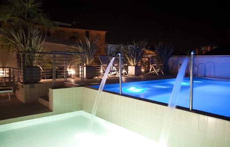 Eden Hotel - Pool - 16