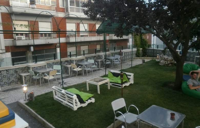 Go Hostel Lisbon - Terrace - 6