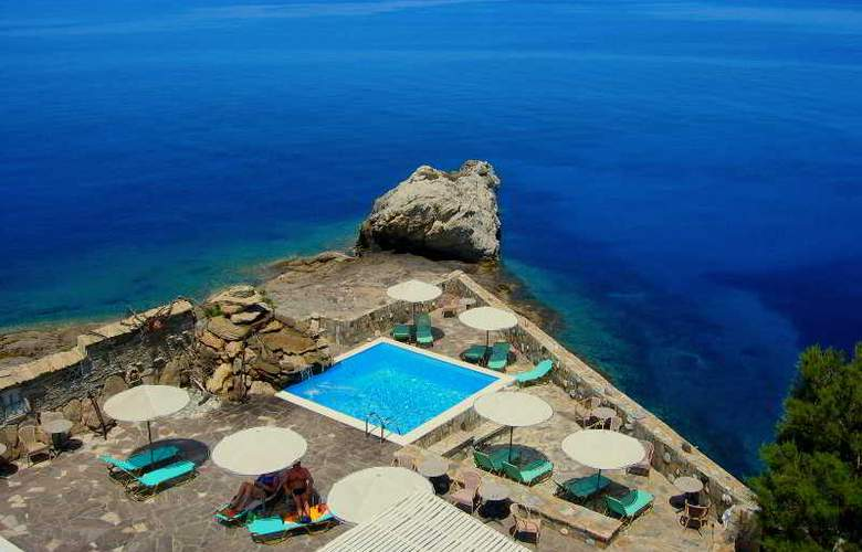 Cavos Bay Hotel & Studios - Pool - 8