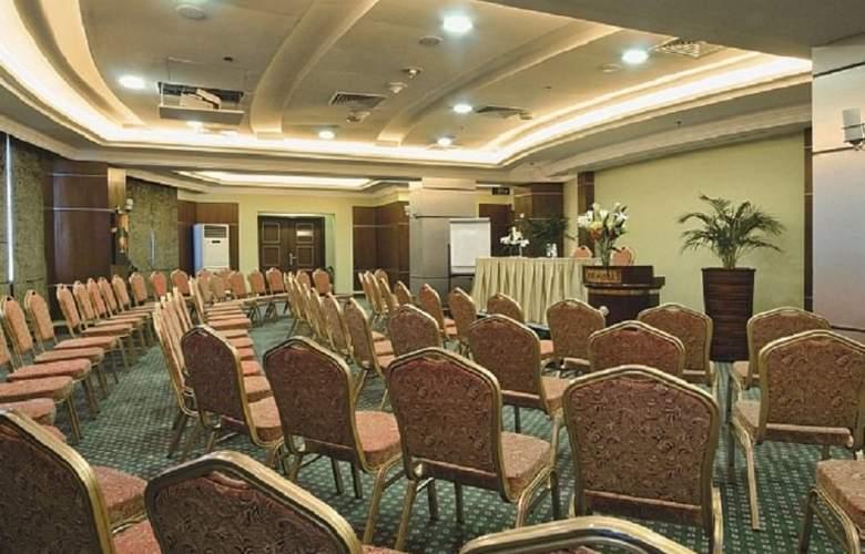 Retaj Al Rayyan - Conference - 10