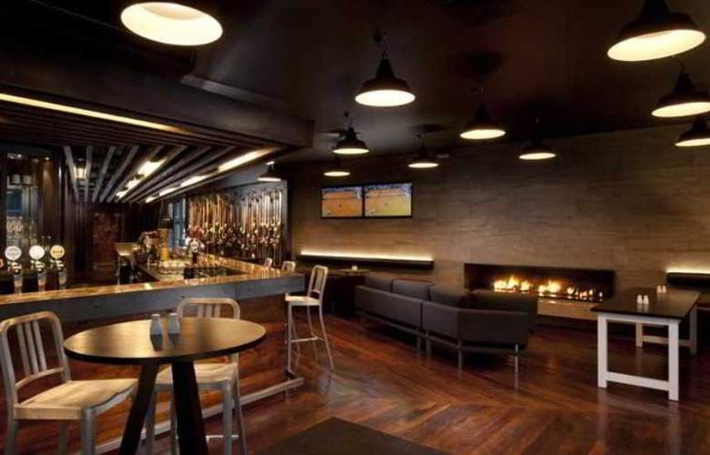 DoubleTree by Hilton Queenstown - Bar - 15