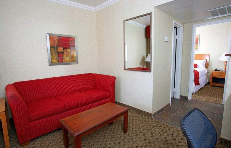 Best Western Plus Innsuites Phoenix Hotel & Suites - Room - 55