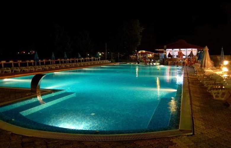 Amphibia Beach Complex - Pool - 4