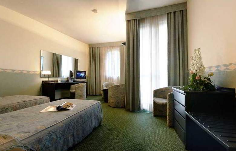 Pacific Airport - Room - 5