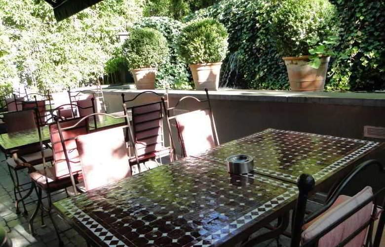 Manos Premier Hotel - Terrace - 3