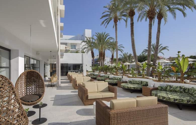 HM Ayron Park - Terrace - 36