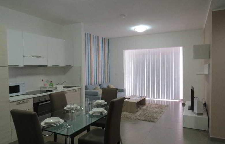 115 The Strand Suites - Room - 17