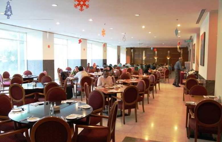Hotel Royal Kuala Lumpur - Restaurant - 13