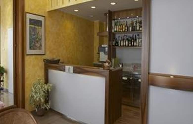 Alpi - Hotel - 1