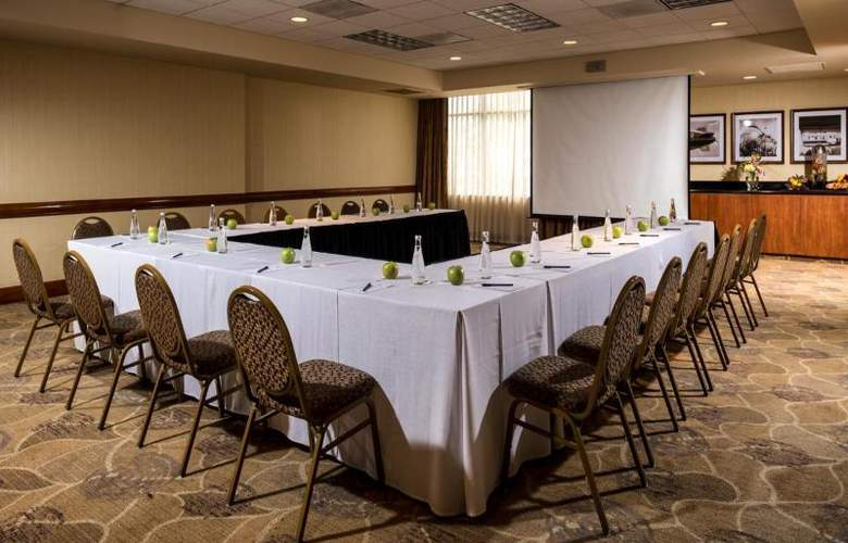 DoubleTree by Hilton Carson - Conference - 26