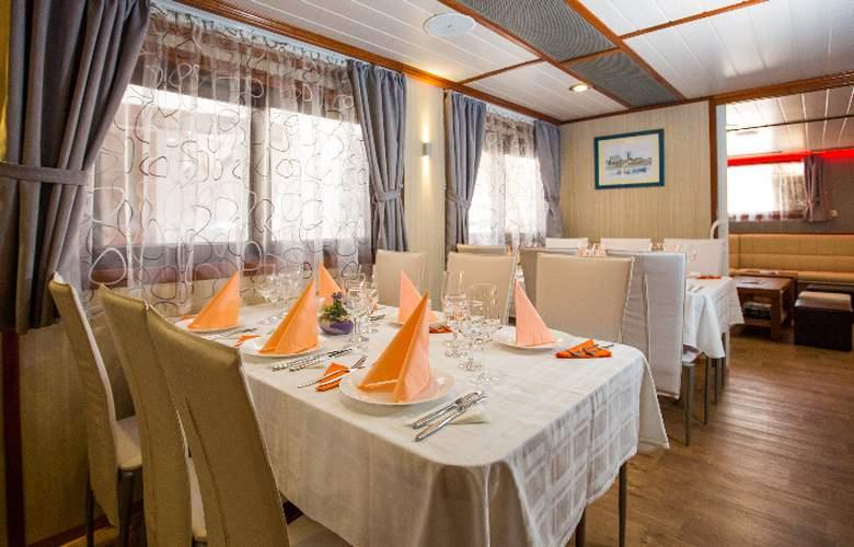Cruise from Dubrovnik on M/S Leonardo - Restaurant - 8