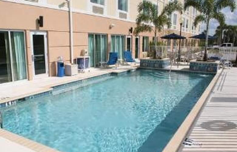 Sleep Inn & Suites - Pool - 6