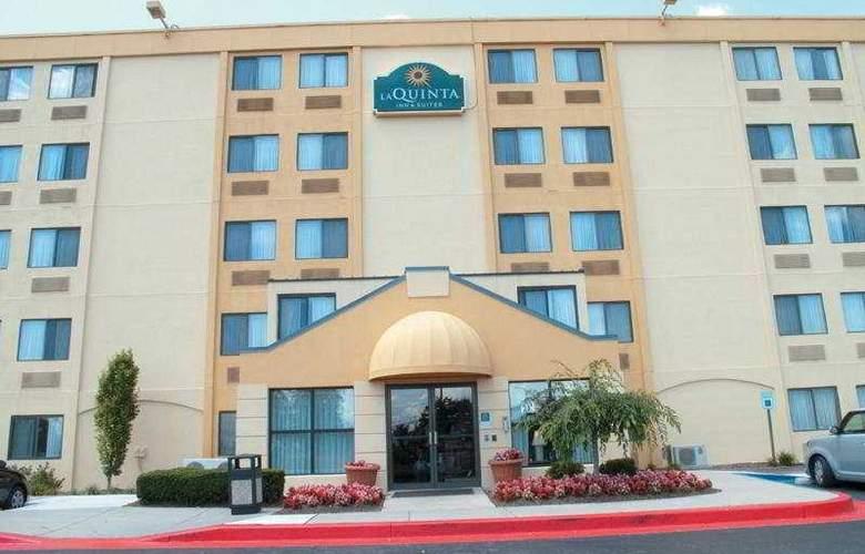 La Quinta Inn & Suites Baltimore North - Hotel - 0